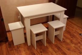 4 табурета и стол кухонный,белый цвет, новое