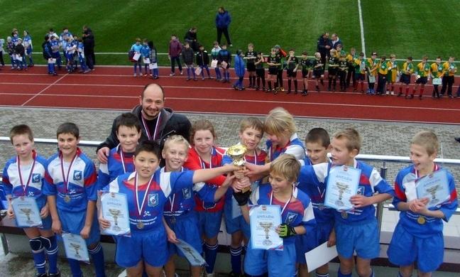 Леонид Фомаиди со своими воспитанниками на областном чемпионате