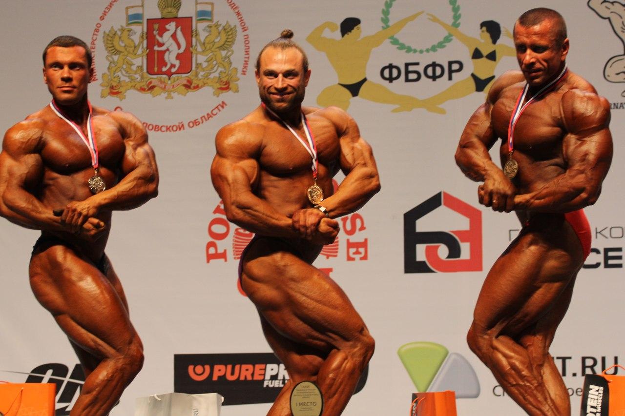 Крайний справа Алексей Бочаров