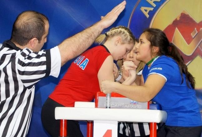 Александра Акаева (Екимова) слева