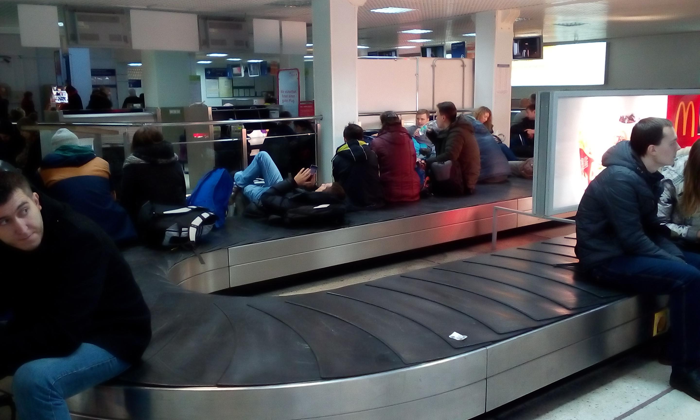 Ваэропорту вКалининграде самолет выехал запределы взлетно-посадочной полосы