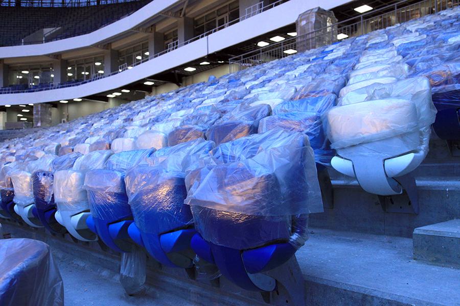 Футбольное поле настадионе вКалининграде готово кматчам