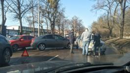 Улица Гагарина и Литовский вал встали в пробке из-за ДТП