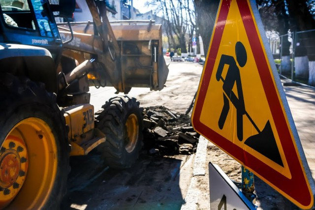Движение транспорта по Тенистой аллее в Калининграде закрыли до лета