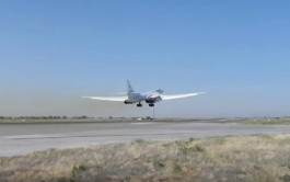 Минобороны показало видео полёта ракетоносцев Ту-160 над Балтийским морем