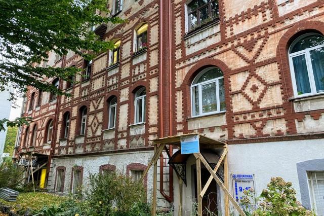 На улице Комсомольской в Калининграде ремонтируют два исторических дома