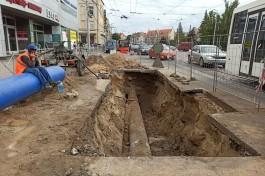 В центре Калининграда прорвало трубу: перекрыты две полосы
