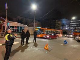 После ДТП с автобусом ГИБДД перекрыла начало улицы Горького в Калининграде