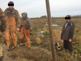 В Зеленоградском округе полиция задержала чёрных копателей янтаря с мотопомпой