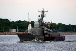 Корабль Балтфлота провёл артиллерийские стрельбы в море