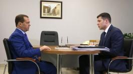 «Губернатор-модератор»: Медведев предложил Алиханову подумать «о лёгком изменении профиля работы»