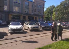 С парковки у Центрального парка в Калининграде убрали «секс-автобус»