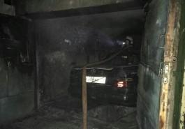 В Калининграде загорелся «Мерседес» в гараже