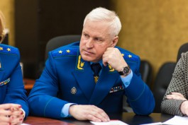 Прокурор Калининградской области показал грин-карту Рудникова депутатам