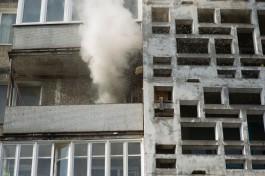 В центре Калининграда загорелась захламлённая квартира: пострадала женщина