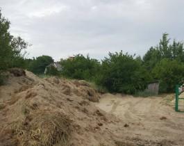 Житель Куршской косы разрушил часть дюны экскаватором ради строительства парковки