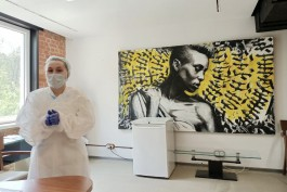 «Первый в России»: Кацман открыл пункт вакцинации от коронавируса в калининградском клубе