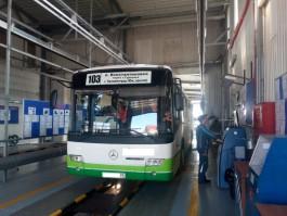 В Гурьевском округе инспекторы ГИБДД задержали рейсовый автобус с неисправными тормозами