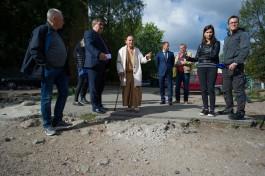 «Несостыкованное какое-то безобразие»: как Силанов осматривал дворы и дороги Калининграда