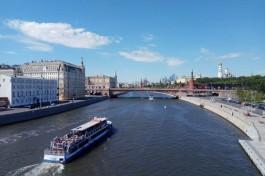 В центре Москвы калининградец упал в реку, пытаясь достать свой паспорт