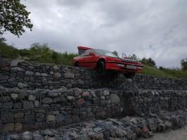 В посёлке Заостровье «Хонда» скатилась с берега и повисла над пляжем