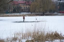 МЧС: Ежегодно 10-15 машин в Калининградской области проваливается под лёд