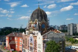 В калининградской синагоге начали устанавливать окна-витражи в стиле картин Шагала