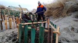 «Не дождался властей»: житель Балткосы сам строит авандюну, чтобы спастись от подтоплений