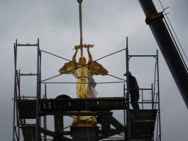«Как в Каннах»: в центре Гусева установили трёхметровую скульптуру ангела