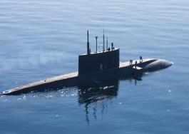 Корабли Балтфлота на учениях провели торпедные стрельбы по подводной лодке