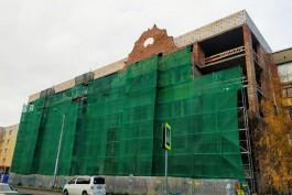 Инвестор восстановил исторический фронтон Кройц-аптеки в Калининграде