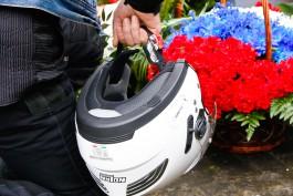 «Поредевшая колонна»: калининградские байкеры возложили цветы на мемориале в Бранево