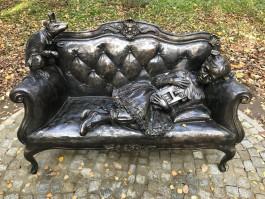 «От автора калининградского сома»: в Светлогорске открыли скульптуру с героями сказки Гофмана
