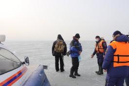 МЧС: В выходные тысячи калининградцев вышли на некрепкий лёд