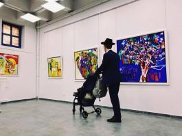 «Мои сады ещё здесь»: в калининградской синагоге открылась выставка картин Полины Чижевской