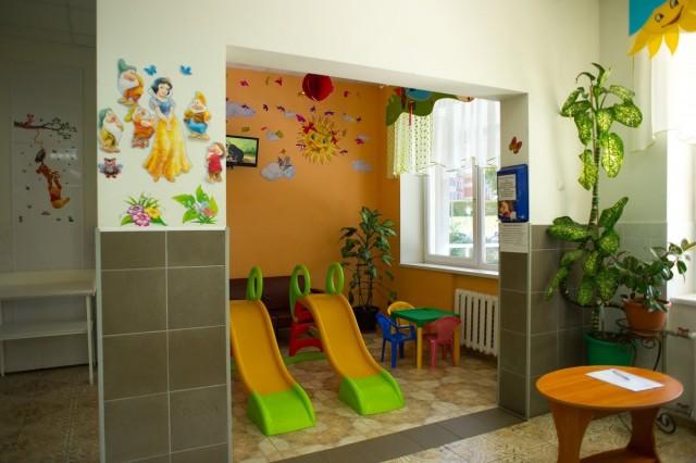 «Воспитатели, школьники и студенты»: новые случаи коронавируса в Калининградской области