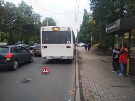 В салоне автобуса в Калининграде упала 65-летняя пассажирка
