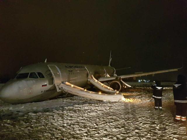 Пассажиры отменных рейсов вылетели вКалининград только утром 5января