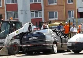 На ул. Автомобильной в Калининграде легковушка въехала в погрузчик: пострадал мужчина
