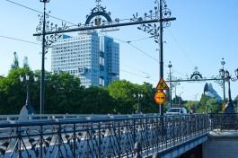 В Калининграде планируют заменить разбитое вандалами стекло на Деревянном мосту на другой материал