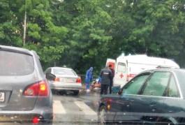 Очевидцы: На проспекте Мира в Калининграде водитель БМВ сбил велосипедиста