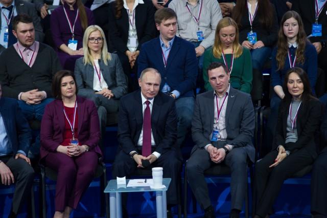 Путин: многофункциональные культурные центры должны быть в любом федеральном округеРФ
