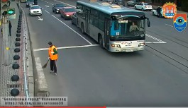 В Калининграде автобус врезался в легковушку