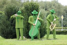 На въезде в Светлогорск установили скульптуру трёх музыкантов