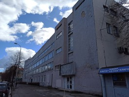 С исторического здания Дома офицеров в Калининграде отвалилась часть фасада
