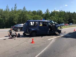 «Под меня поднырнул»: полиция опубликовала видео с места аварии бензовоза и микроавтобуса под Гвардейском