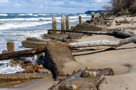 «Природа работает против нас»: эксперт рассказал, почему пропадает песок с калининградских пляжей