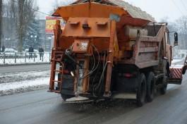 Мэрия: Ночью улицы Калининграда чистили 23 снегоуборочные машины