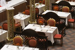 «Будет резкое падение выручки»: калининградские рестораторы высказались о введении QR-кодов для посетителей