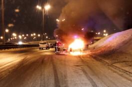 Около отеля «Балтика» в Калининграде на ходу загорелась машина